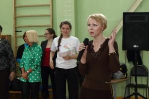 Ольга Шелест рассказывает школьникам о деятельности наркоконтроля.