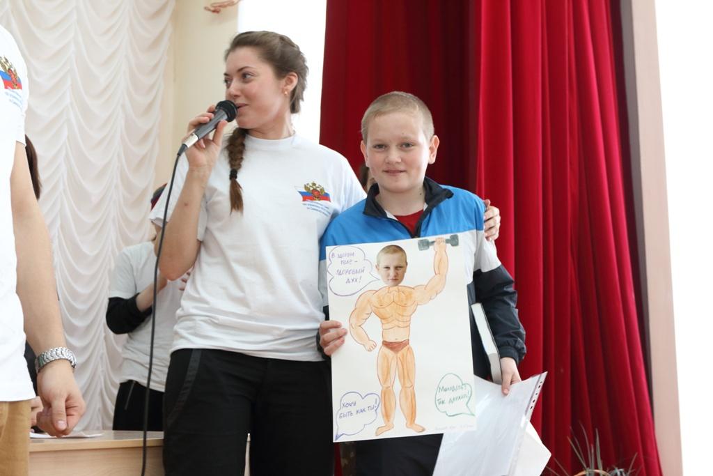 Один из победителей конкрса рисунков.