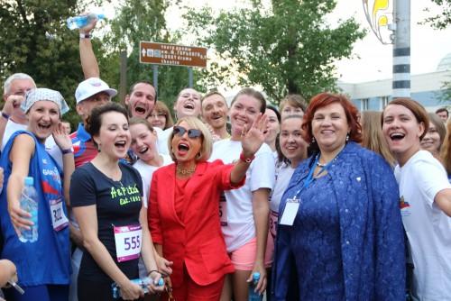 Эмоции после финиша. Журналисты и волонтеры с Ириной Слуцкой. Автор фото - Сергей Курочкин.