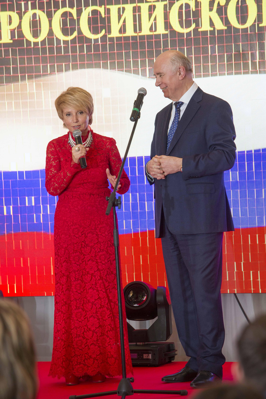 Председатель СООСЖР Ирина Цветкова и губернатор Самарской области Николай Меркушкин во время торжественной церемонии