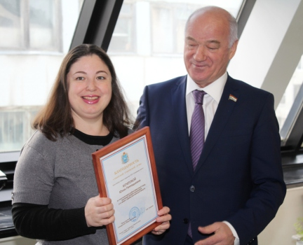 Вручение Благодарности Юлии Кочетовой