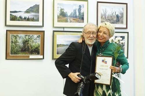 Георгий Майоров получает награду