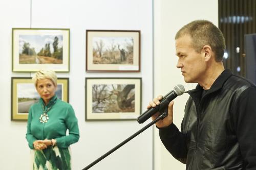 Николай Федорин получает награду