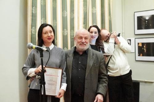 Юлия Галочкина получает благодарность
