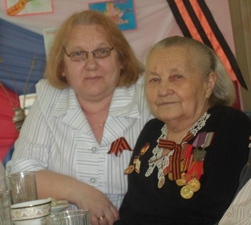 Любовь Геннадьевна Цыганко (слева)