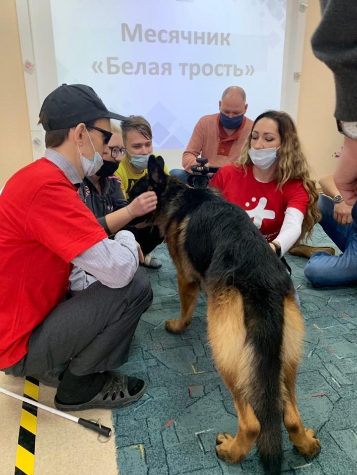 волонтер Анастасия Генералова помогает людям с ОВЗ